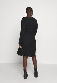 Dorothy Perkins Curve - EMPIRE DRESS - Jerseykjole - black - 2