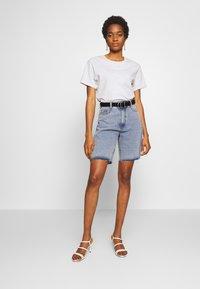 Missguided - Shorts di jeans - denim blue - 1