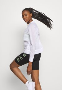 DKNY - HONEYCOMB CREW NECKLONG SLEEVE PULL OVER - T-shirt à manches longues - white - 3