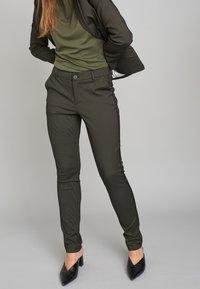 ECHTE - EBONY  - Trousers - sulphur yellow stripe - 0