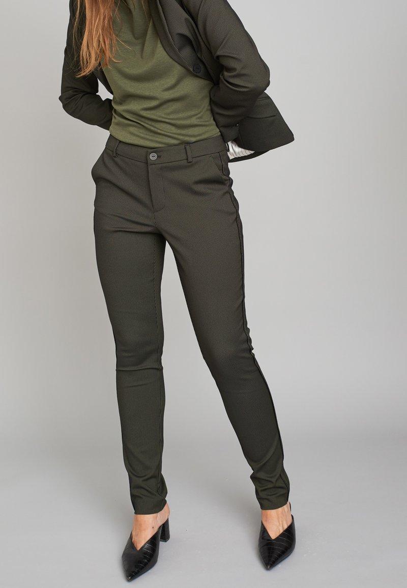 ECHTE - EBONY  - Trousers - sulphur yellow stripe