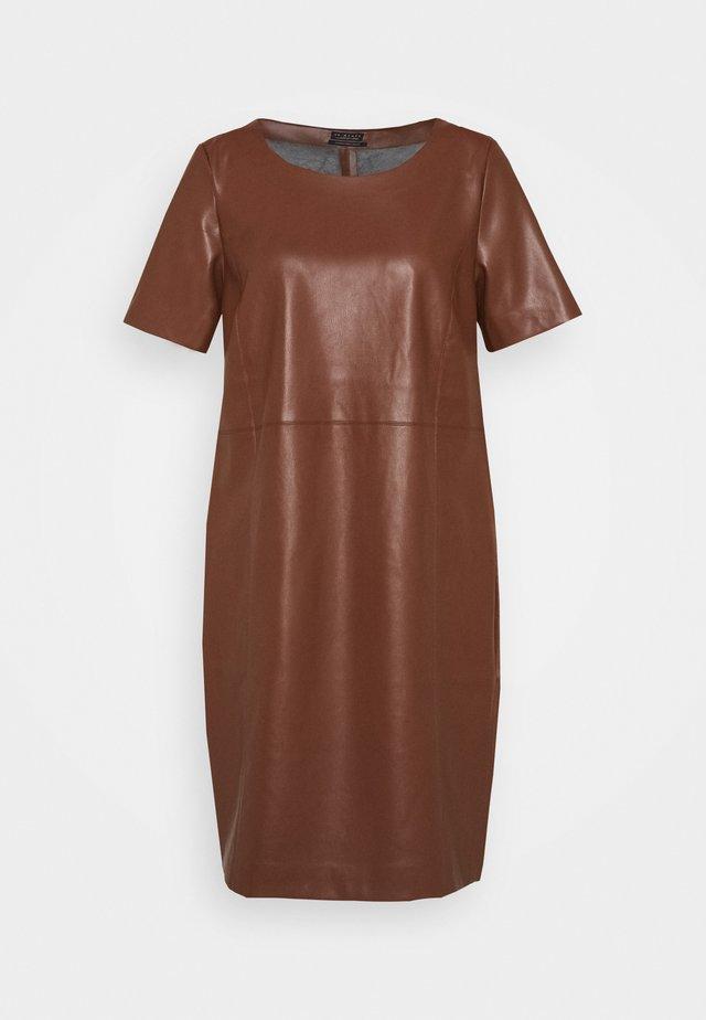 DRESS - Korte jurk - cinnamon