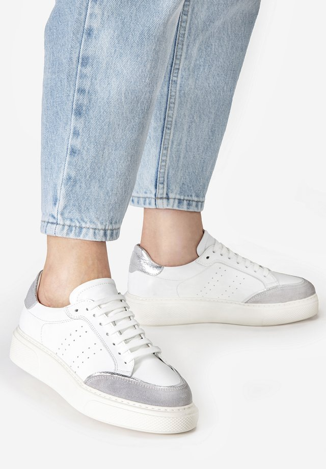 Trainers - silver multi slm
