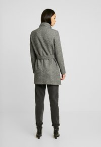 Vero Moda - VMJULIAVERODONA HIGHNECK - Short coat - dark grey melange - 2