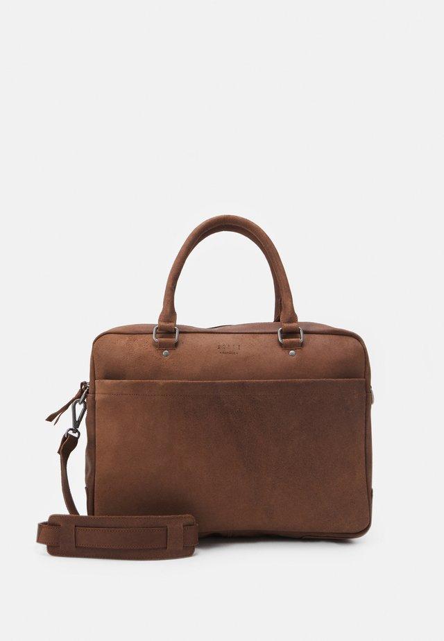 OLD SCHOOL BRIEF ROOM - Briefcase - brown