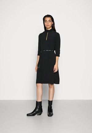 CREPE OPEN DRESS - Sukienka letnia - black