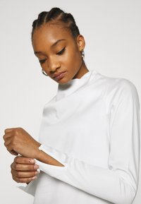 Who What Wear - COWL NECK LONG SLEEVE TOP - Blouse - cream - 5