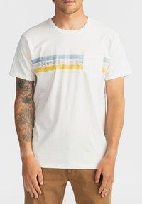 Billabong - SPINNER - Print T-shirt - off white - 0