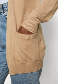 Anna Field - BASIC- Pocket cardigan - Kardigan - camel - 4