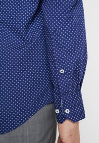 Tommy Hilfiger Tailored - WASHED PRINT CLASSIC SLIM SHIRT - Formal shirt - blue - 5