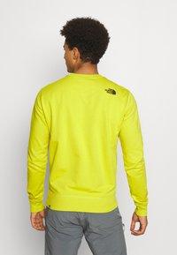 The North Face - DREW PEAK CREW LIGHT - Sweatshirt - citronellegreen - 2