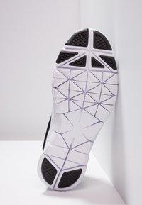 Nike Performance - FLEX ESSENTIAL TR - Treningssko - black/white/light crimson - 4