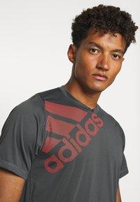 adidas Performance - T-shirt print - grey - 3