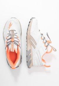 Reebok Classic - DMXPERT - Sneakersy niskie - trace grey/beige/solar orange - 3
