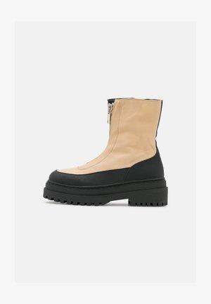 SLFASTA CHUNKY ZIPPER BOOT - Platform ankle boots - sandshell