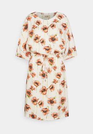 RIKAS COSTA DRESS - Denní šaty - ecru