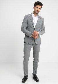 Tommy Hilfiger Tailored - SLIM FIT SUIT - Puku - grey - 1