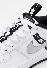 Nike Sportswear - AIR FORCE 1 - Trainers - white/black/reflective silver - 5