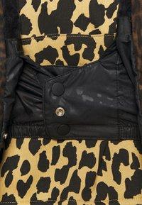 Volcom - KUMA JACKET - Snowboard jacket - black - 3