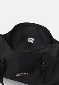 Tommy Jeans - CAMPUS DUFFLE UNISEX - Sac week-end - black - 2