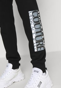 Versace Jeans Couture - Tracksuit bottoms - nero - 10