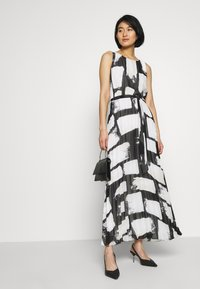 Wallis - SMUDGE COLOURBLOCK PLEATED MAXI - Suknia balowa - black - 1