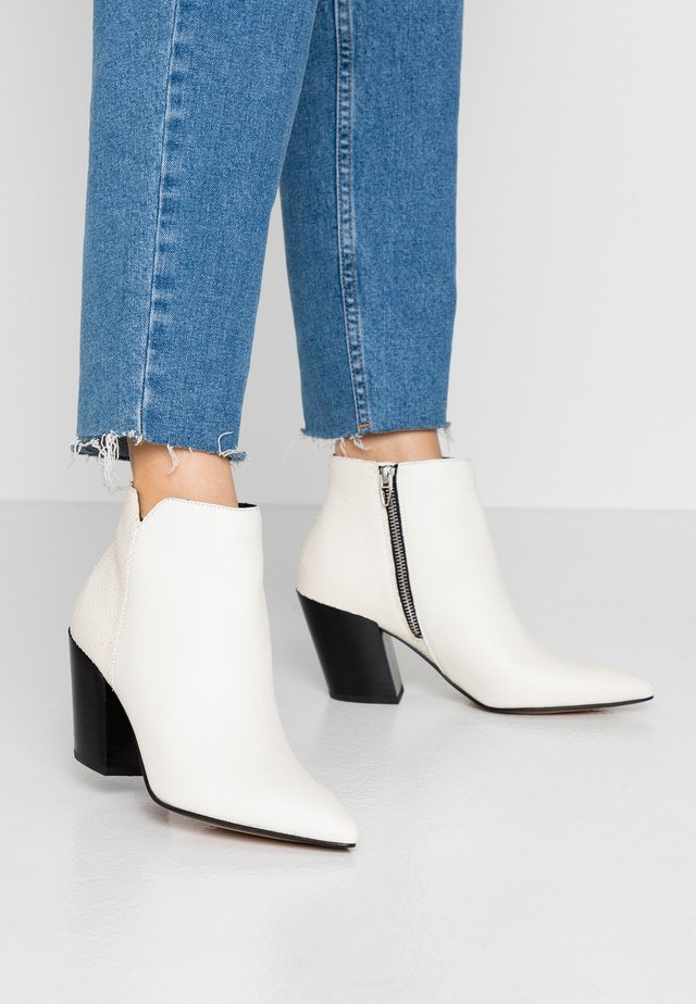 ADEN SLICED  - Ankelboots - white