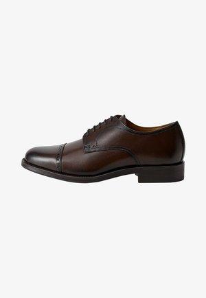 MADRID - Elegantní šněrovací boty - brown