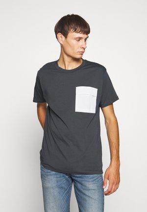 JCOAWAKE TEE CREW NECK - T-shirt con stampa - pirate black