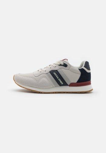 JFWSTELLAR 2.0  - Sneakers - winter white/navy blazer