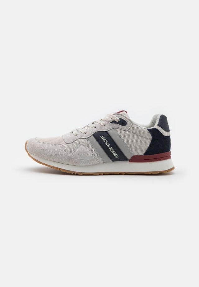 JFWSTELLAR 2.0  - Sneakersy niskie - winter white/navy blazer