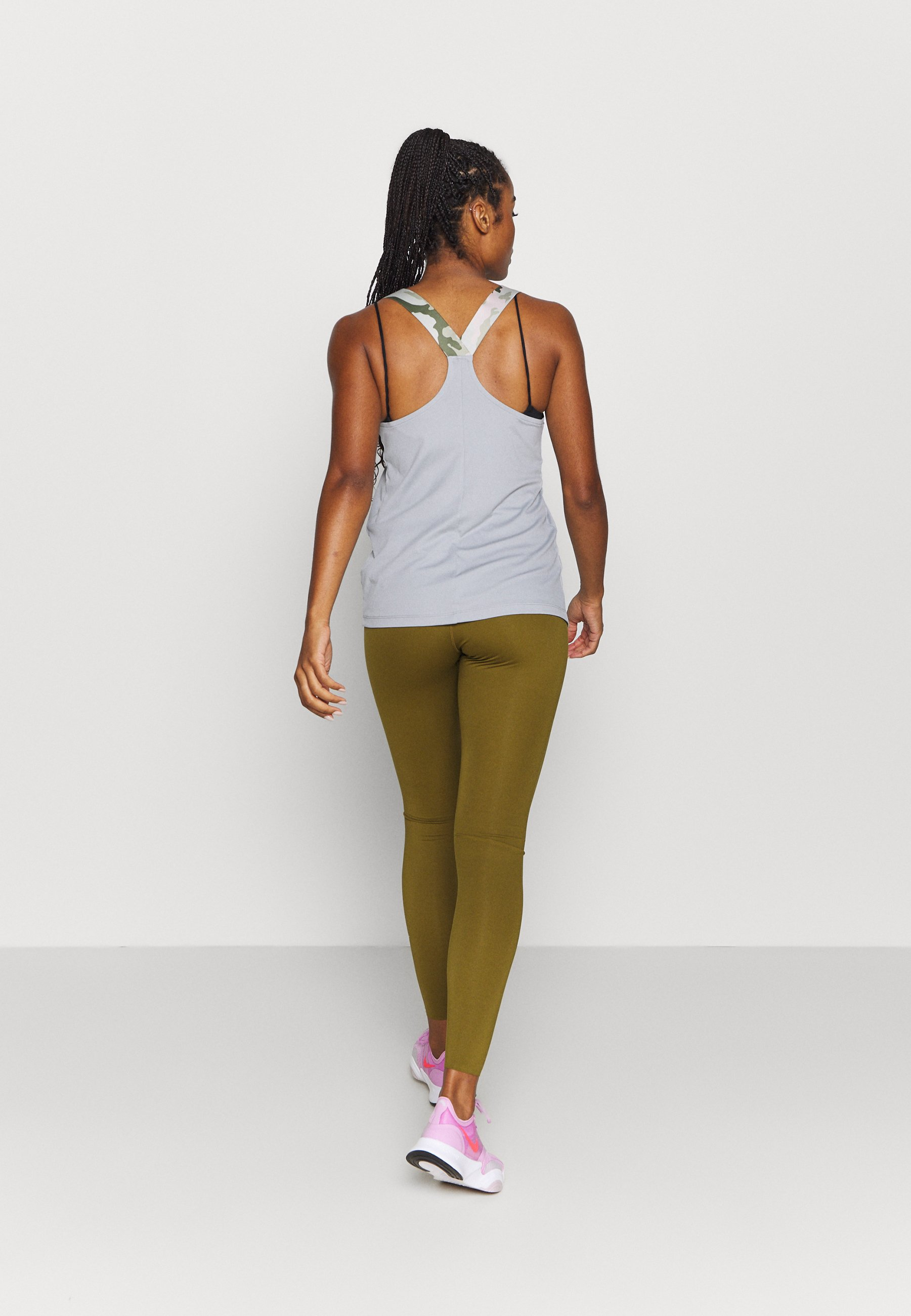 Nike Performance ONE LUXE - Leggings - olive flak/clear A6o2p