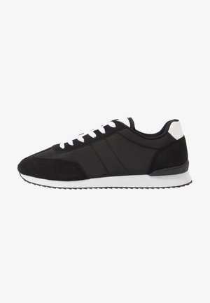 RYAN RETRO TRAINER - Sneaker low - black/white