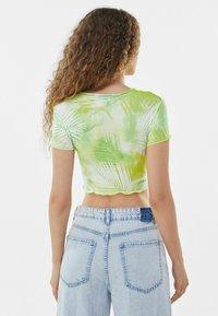 Bershka - SHORT SLEEVE - Print T-shirt - neon green - 2