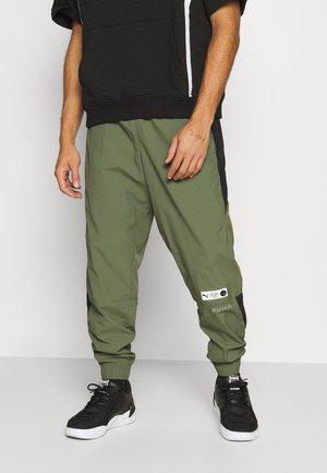 PARQUET TRACK PANTS - Pantaloni sportivi - thyme