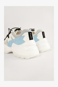 CHUNKY TRAINERS - Trainers - white/blue