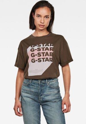 GRAPHIC LOGO LOOSE - T-shirt print - dk smoke green