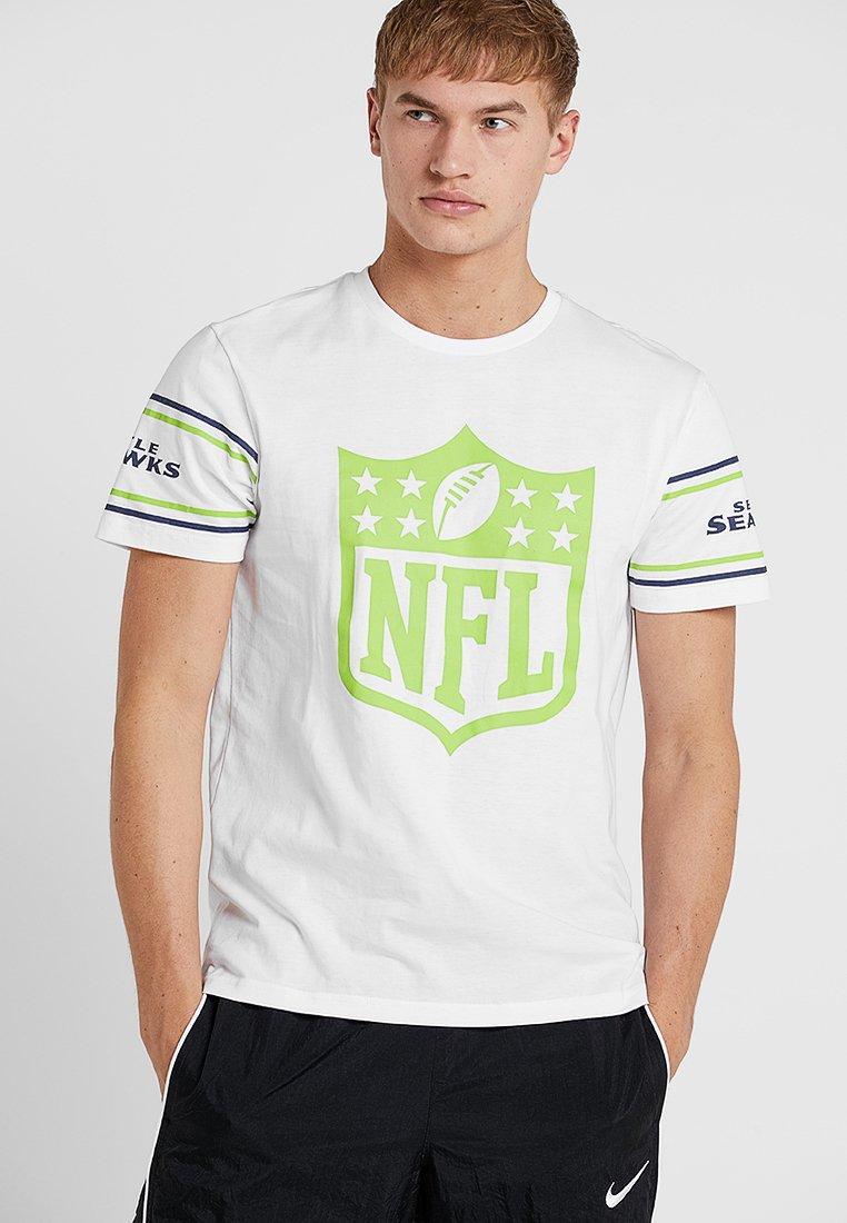 New Era - NFL BADGE TEE - Club wear - white