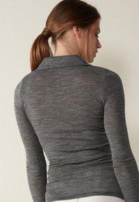 Intimissimi - Polo shirt - puzzle grigio - 1