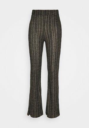 NMREGGIE PANT - Trousers - black/gold