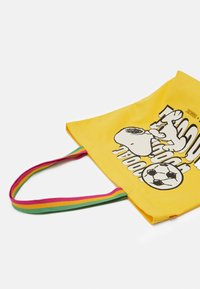 Levi's® - SNOOPY SPORT GOAL TOTE UNISEX - Tote bag - regular yellow - 3