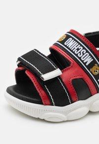 MOSCHINO - UNISEX - Sandals - red/black - 5
