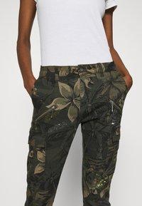 Desigual - PANT CARGO - Pantalon classique - olive - 3