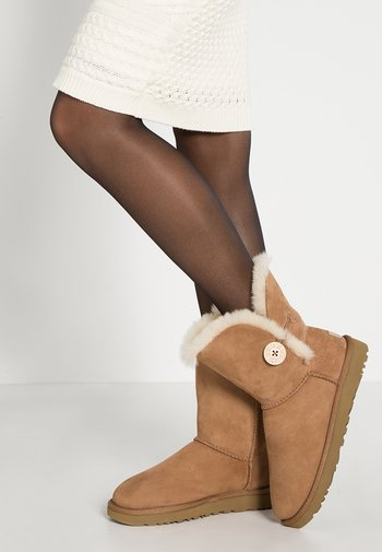 BAILEY BUTTON II - Classic ankle boots - chestnut