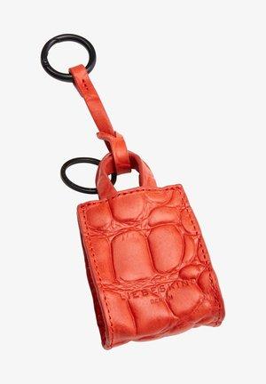 PAPER BAG KEYRING SCHLÜSSELANHÄNGER IN PAPER BAG-FORM MIT KROKOP - Key holder - pumpkin