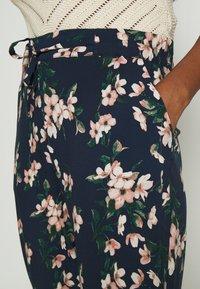 Vero Moda - Pantalon classique - navy blazer/imma - 4