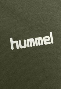 Hummel - ZIP HOODIE - Huvtröja med dragkedja - grape leaf - 2