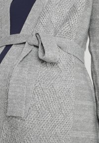 Zalando Essentials Maternity - Neuletakki - mid grey melange - 5
