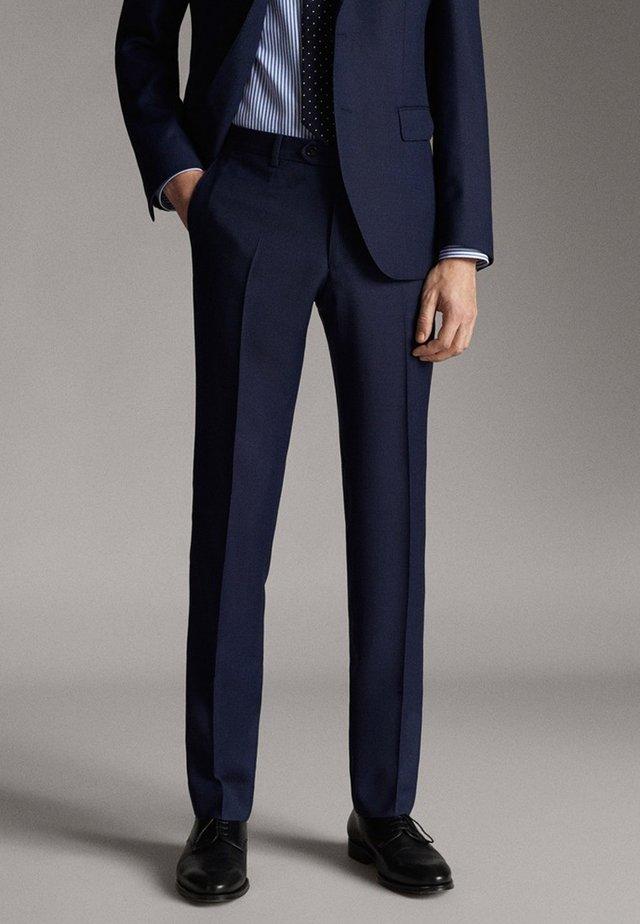SLIM-FIT MIT KLEINEM STRUKTURMUSTER - Spodnie garniturowe - blue