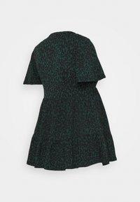 New Look Maternity - PRINTED TIER PEPLUM - Žerzejové šaty - green pattern - 1
